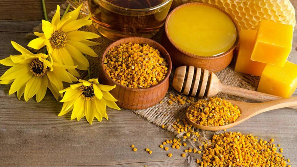 Продукты пчеловодства- этовсе, что производит пчела: Мед, пыльца (илипчелинаяобножка), перга, забрус, прополис, пчелиный яд, воск, маточное молочко, трутневое молочко, мерва