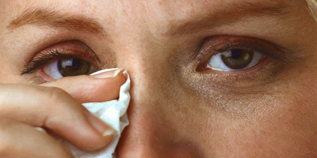 Пчелиный клей известен в офтальмологии. Он способен защитить, вылечить глаза от инфекционных болезней, воспалений, приостановит прогрессирование процесса потери зрения, снимет усталость, увлажнит глаза
